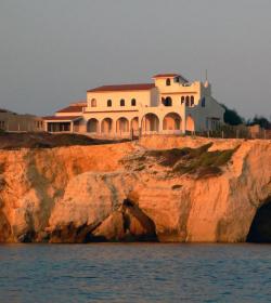 Villa Sulla Scogliera Di Punta Formiche